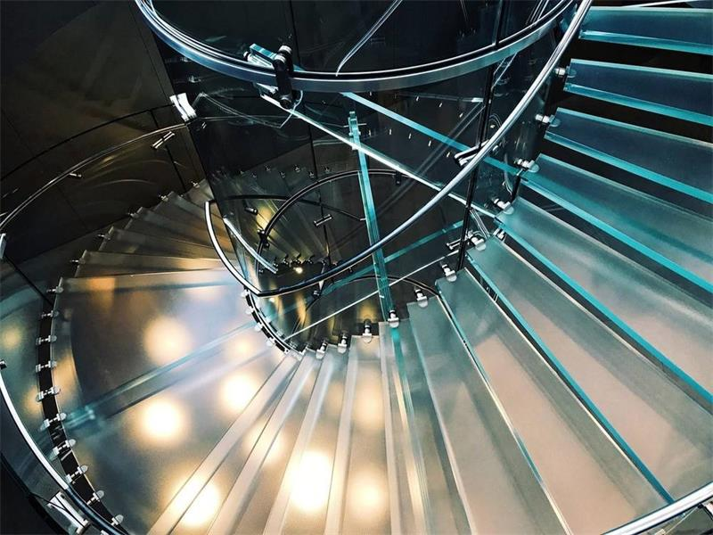 Laminated glass steps